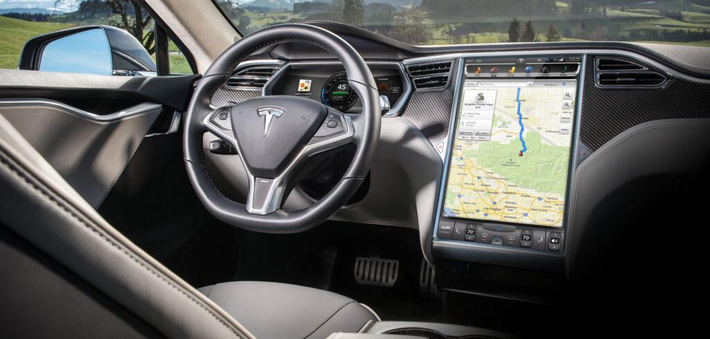 Une nouvelle interface 100% tactile de 17 pouces chez Tesla